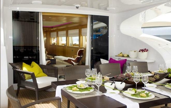Maioria dinning room  Interior Yachts designers Sá Arannha & Vasconcelos Maioria dinning room