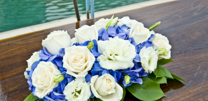How to display flowers on your yacht