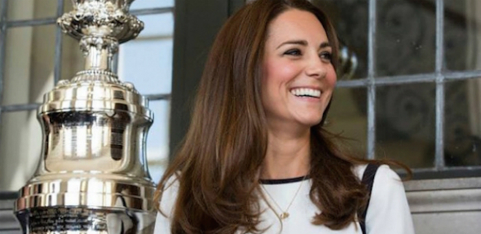 In its return to England, the America's Cup receives a royal welcome