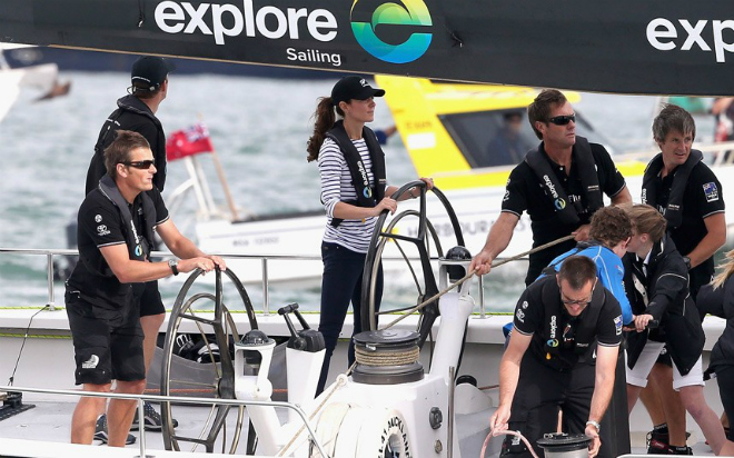 In its return to England the America's Cup receives a royal welcome 2
