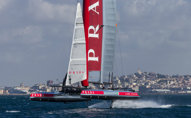 In its return to England the America's Cup receives a royal welcome 4