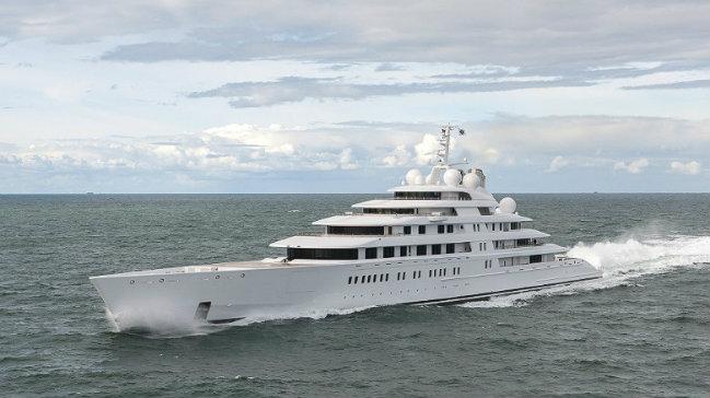 azzam-superyacht largest superyachts Be Amazed by the World's Largest Superyachts azzam superyacht