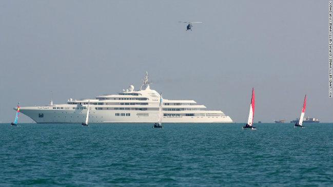 dubai-superyacht largest superyachts Be Amazed by the World's Largest Superyachts dubai superyacht
