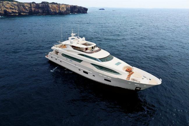 Horizon RP120 Yachts Miami Beach