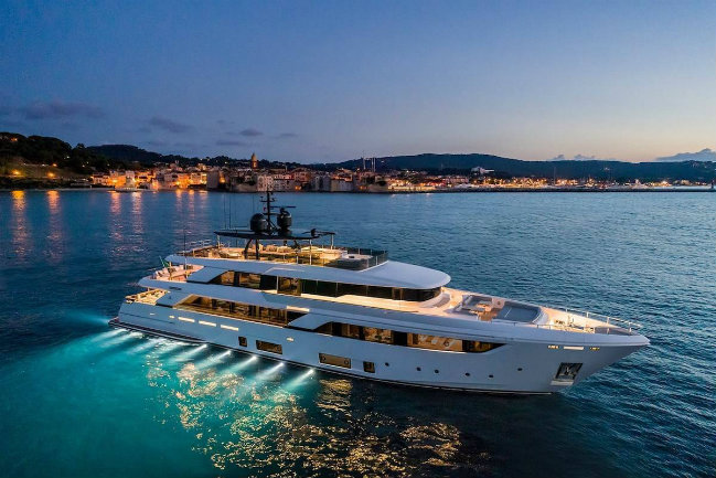 Custom Line Navetta 42: Custom Line's Largest Yacht up to date destaque 2