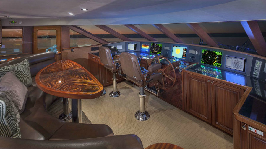 Amitié yacht is for sale: let's have a look inside Amitié yacht Amitié yacht is for sale: let's have a look inside 5