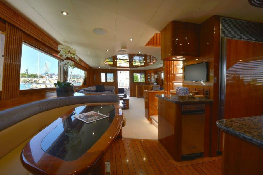 Currently for sale: have a look inside the Wild Child yacht Wild Child yacht Currently for sale: have a look inside the Wild Child yacht Img4
