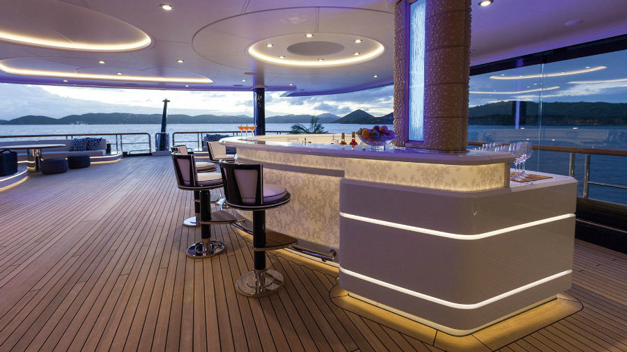 See the top 7 best superyacht bars you'll ever see best superyacht bars See the top 7 best superyacht bars you'll ever see Solandge