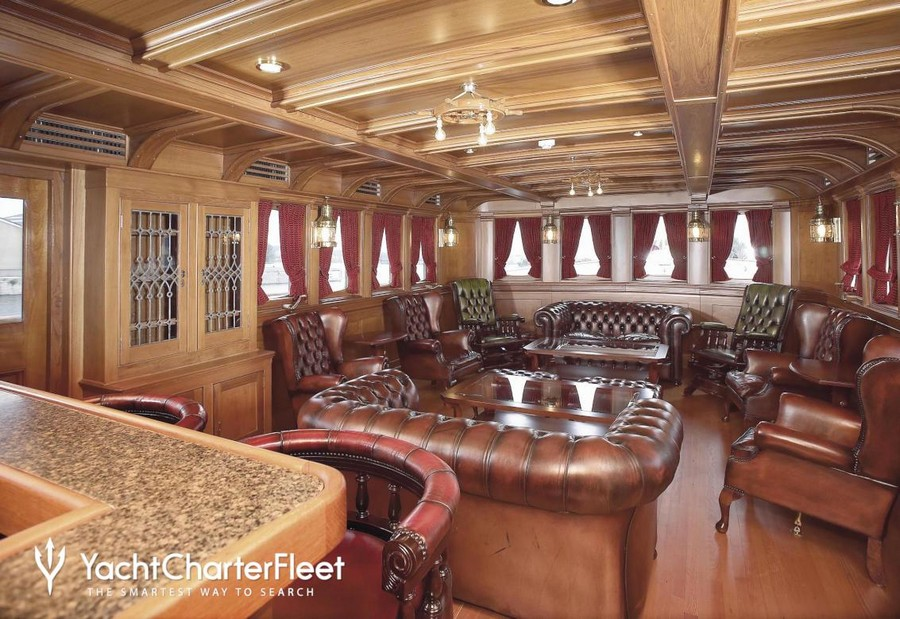 yacht interiors Have a look at 50 of the greatest yacht interiors – Part 3 Delphine1