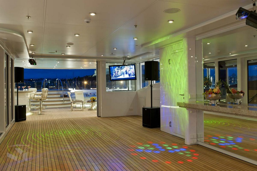 yacht interiors Have a look at 50 of the greatest yacht interiors – Part 2 Huntress1