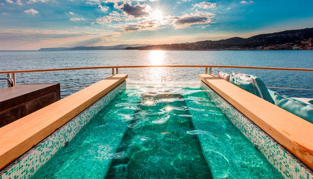 Have a look at our top 7 best superyacht pools superyacht pools Have a look at our top 7 best superyacht pools Serenity