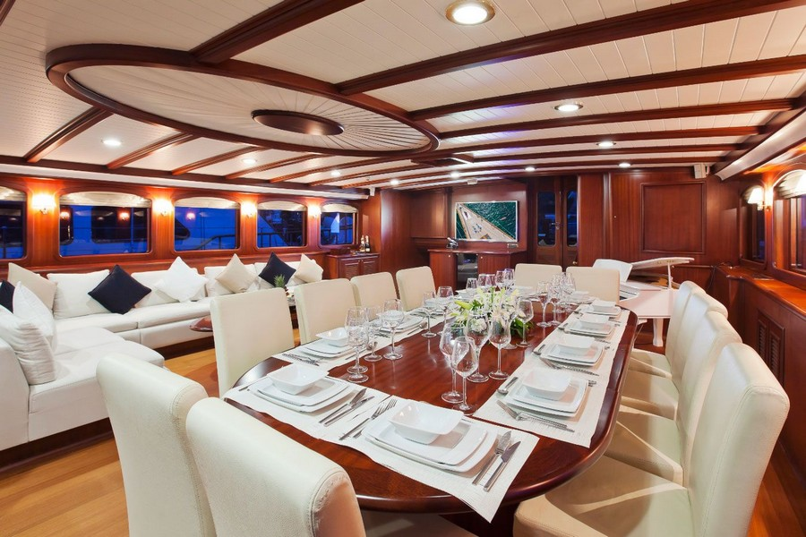 yacht interiors Have a look at 50 of the greatest yacht interiors – Part 2 Skyfall3