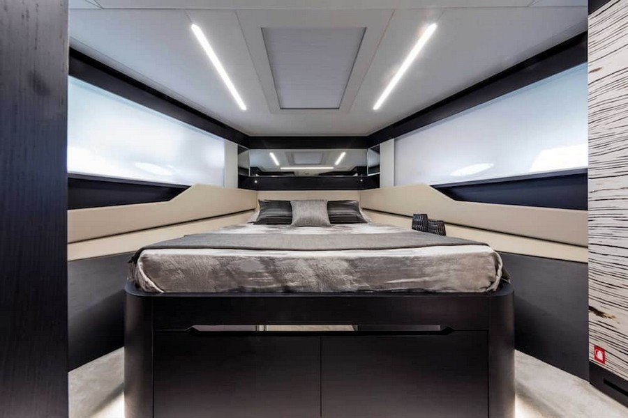 fulvio de simoni Have you seen the New Pershing 8X Yacht by Fulvio De Simoni? Pershing 8X 14