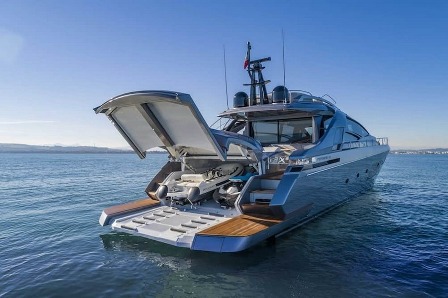 fulvio de simoni Have you seen the New Pershing 8X Yacht by Fulvio De Simoni? Pershing 8X 3